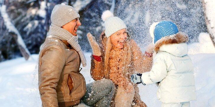 Na lyže do Jeseníků: Zimní rodinný pobyt s polopenzí a slevou na wellness