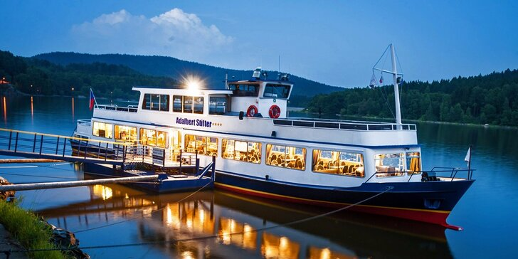 Lipno z paluby výletní lodi: romantické 2-3hodinové okružní plavby