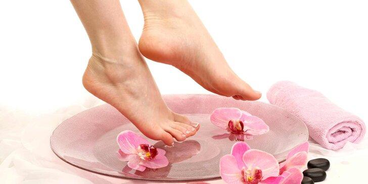 Kompletní profesionální mokrá pedikúra pro dokonalé nohy