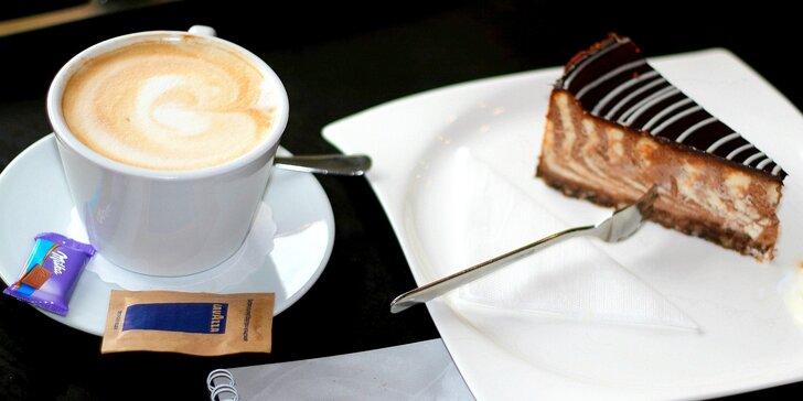 Lahodné doplňky pro vaši chvilku oddechu: káva a čerstvý zákusek dle výběru