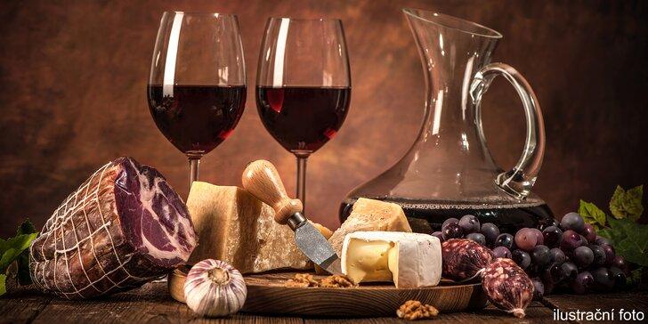 Ochutnávka sýrů a sklenka vína v pražském podhradí