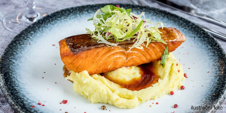 Degustační menu: salát, grilovaný losos na rozmarýnu a čokoládový fondant