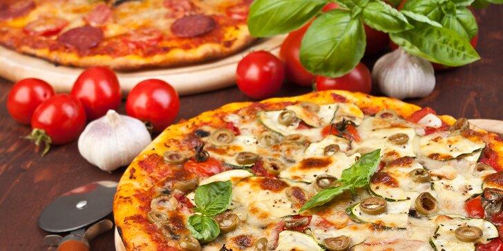 Dvě pizzy podle vašeho výběru ve Franko's restaurant