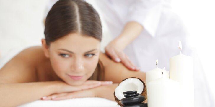 60minutová voňavá kokosová masáž včetně peelingu a zábalu