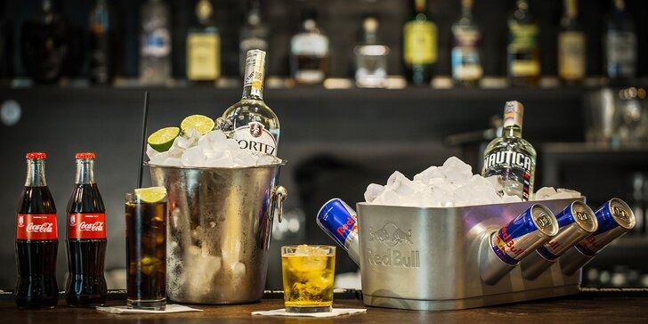 Bottle servis pro partu přátel: Cuba Libre nebo vodka s Red Bullem