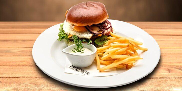 Hovězí burger a hranolky pro 1 nebo 2 v turnovském Plauditu