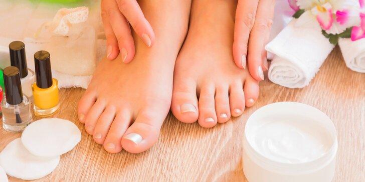Nabitý balíček péče o nohy: pedikúra s lázeňskou kosmetikou