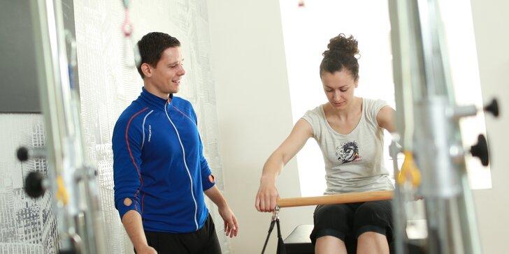 Individuální lekce chytrého posilování, kde se naučíte zapojit střed těla