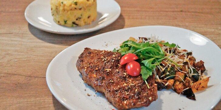 Steakové menu: kuřecí, vepřové nebo hovězí maso, omáčka či zelenina a příloha