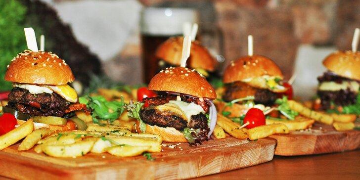 Jedlé štěstí: 4 nebo 8 malých burgerů a hranolky v restauraci Čtyřlístek