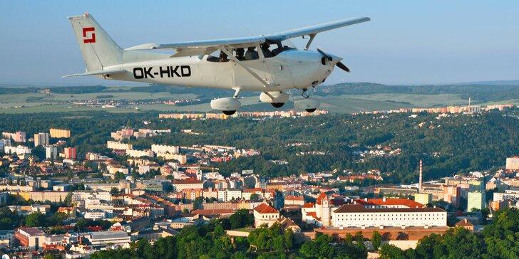 Půlhodinový vyhlídkový let nad Brnem pro 2–3 pasažéry s možností pilotování