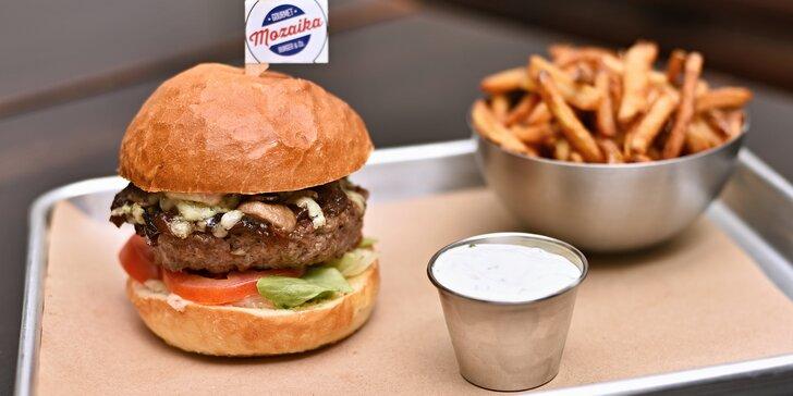 Burger s hovězím masem Black Angus nebo falafelem, nealko drink a příloha