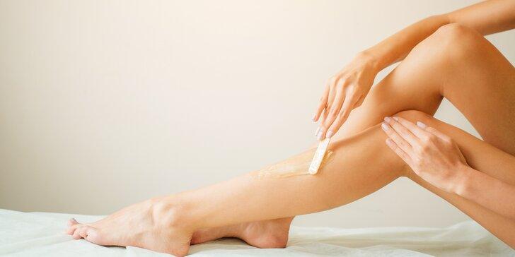 Pryč s chloupky: kurz domácí nebo profesionální depilace cukrovou pastou