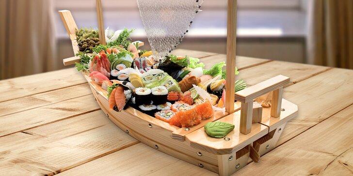 Sushi menu nebo sushi loď i s vínem: oběd pro 2 či hostina až pro 5 osob