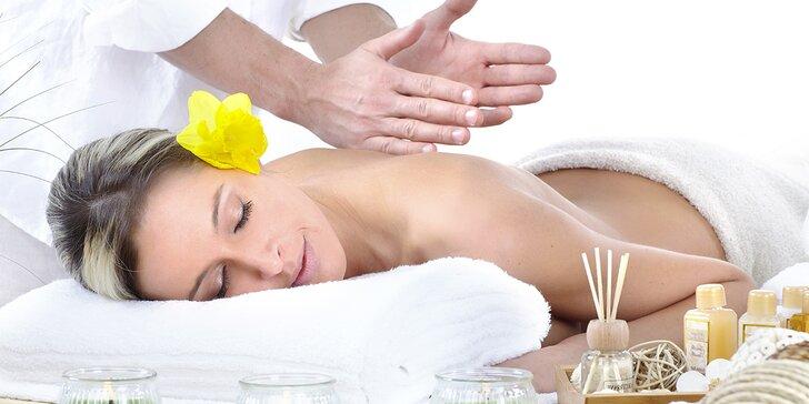 50minutová relaxační masáž dle výběru včetně parafínového zábalu
