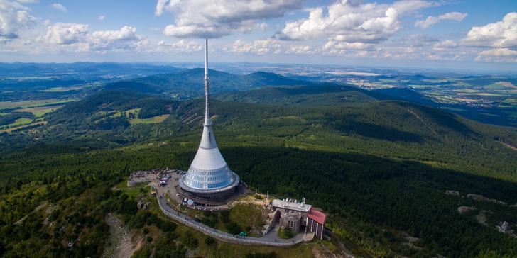 3-5denní dovolená s polopenzí pod Ještědem: Zimní lyžovačka i jarní turistika