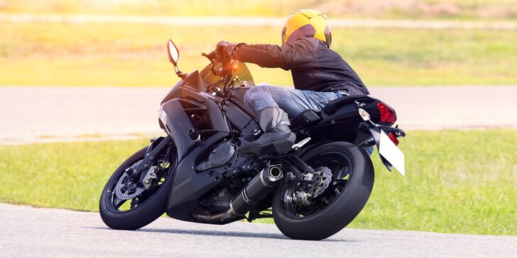 Ovládejte motocykl jako motokrál: jednodenní kurz pro začátečníky i pokročilé