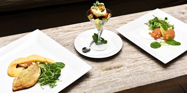 Pochutnejte si na 4 chodech: tatarák z lososa, polévka, kuřecí supreme i dezert