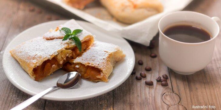 Jako na návštěvě u babičky: domácí štrúdl a italská káva dle výběru