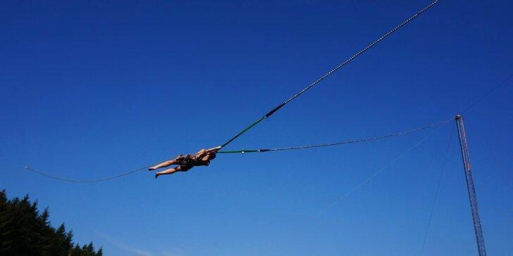 Napumpujte si do těla dávku adrenalinu: Nechte se vystřelit z lidského praku