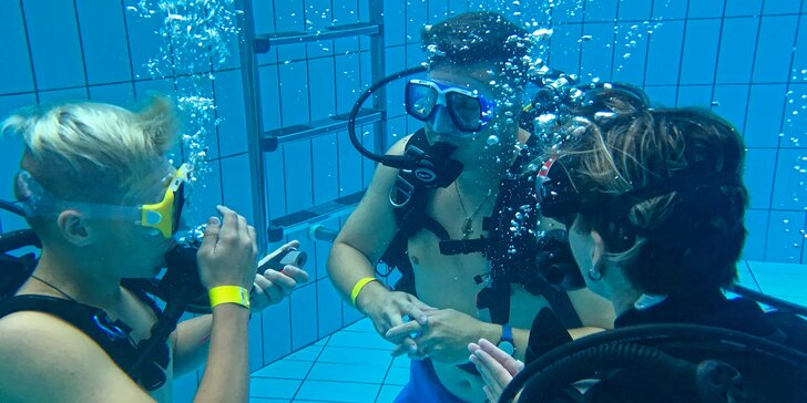 Svět pod hladinou: instruktáž a zkušební ponor s přístrojem v potápěčské jámě