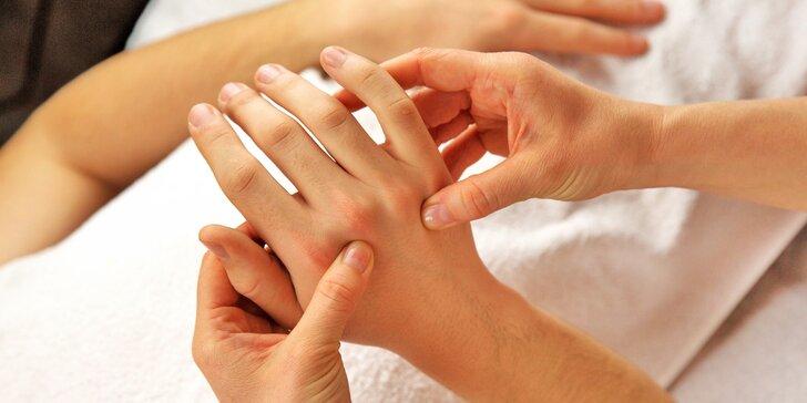 Kompletní péče o vaše ruce: peeling, masáž, maska a parafínový zábal