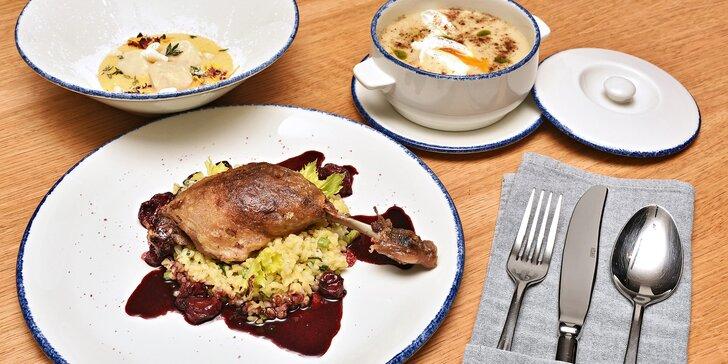 5chodové menu pro dva: kulajda, kachní stehno nebo hovězí steak i nápoje