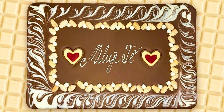 Když sladké mluví od srdce: 1500gramová čokoláda se zdobením a textem dle výběru