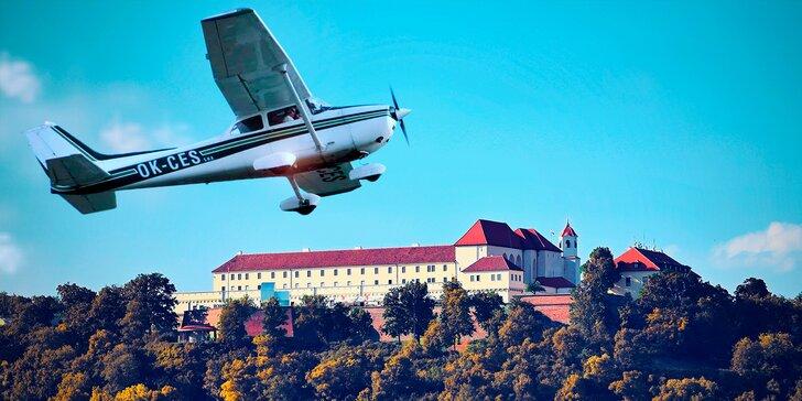 25 minut vyhlídkového letu v Cessně 172 nad centrem Brna a přehradou