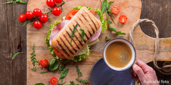 Křupavé panini výběrem ze 3 druhů a káva z nabídky pro 1 nebo 2
