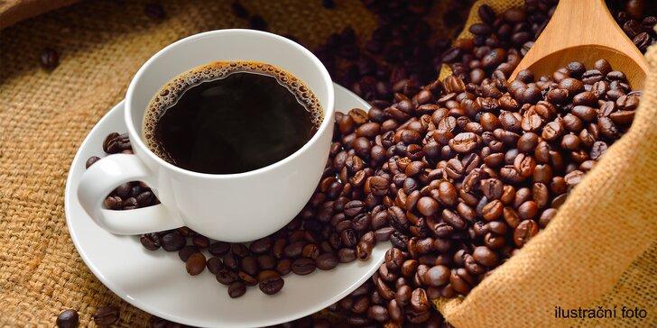 Horký nápoj podle výběru: kořeněný chai latte, čokoláda, svařák nebo espresso