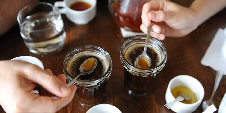 Přivoňte si ke světu kávy: profesionální degustace i přednáška Baristy roku