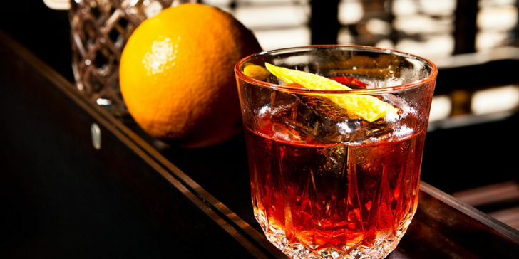 2 nebo 4 míchané drinky v baru Kachna Al Capone