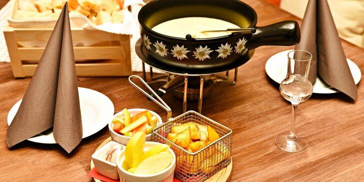 Švýcarská specialita na Újezdě: sýrové fondue s pečivem a hranolky pro 2 osoby