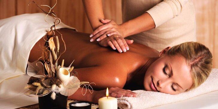 Zahřejte se: rašelinový zábal a masáž zad teplým olejem v délce 70 minut