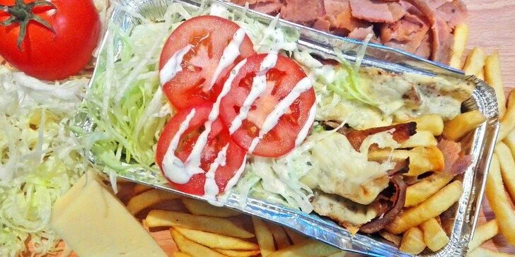 Holandská zapékaná specialita Kapsalon s hovězím masem z kebabu