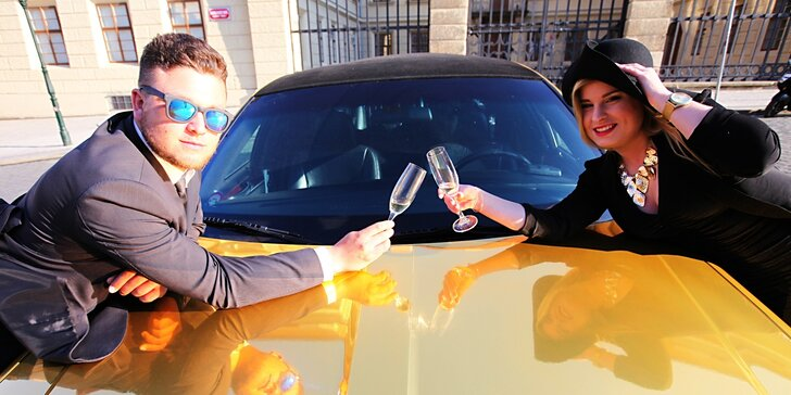 Zážitková jízda v luxusní zlaté limuzíně až pro 8 osob i na Valentýna