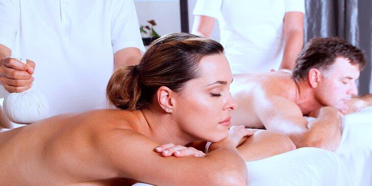 Odpočívejte ve dvou: Božská thajská olejová masáž pro páry v salonech Lotus
