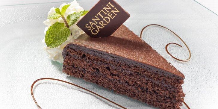Takhle chutná romantika: káva a dort v pražském podhradí pro 1 či 2 osoby