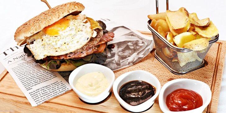 Hovězí či kuřecí maxi burger pro 1 i 2: Romantika a 200 g masa v Nerudovce
