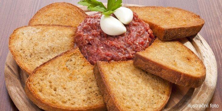 Hladovcovo sen: 200g tatarský biftek a 10 půlek křupavých topinek