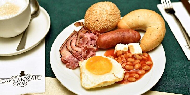 Začněte den dobrou snídaní: brunch v Café Mozart s úžasným výhledem na orloj