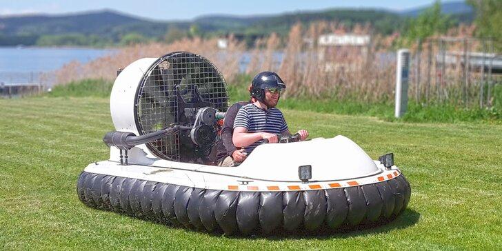 Proleťte se po trávě jako vítr: 30minutový kurz řízení sportovního vznášedla