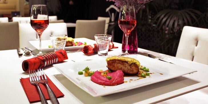 Valentýnské menu se živou hudbou: Foie gras, telecí hřbet i růžové pusinky