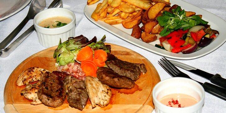 Masové trio pro 2–3 osoby: hovězí, vepřové a kuřecí steaky s přílohami a dipy