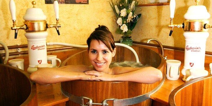 Ponořte se ve dvou do pivní lázně a relaxujte v bazénu nebo sauně
