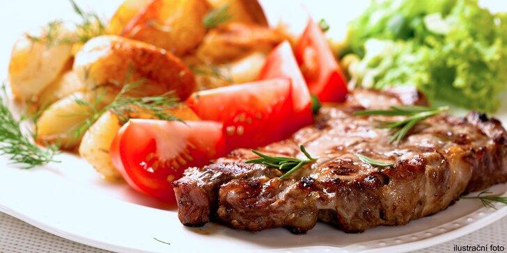 Dva šťavnaté steaky z krkovice s fazolkami či bramborami a sleva na bowling