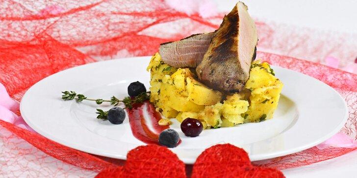 4chodové menu pro dva: předkrm, polévka s lososem, grilovaná panenka i dezert