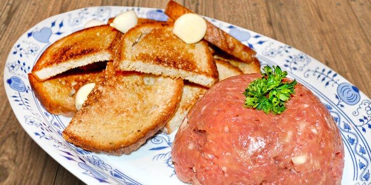 300g tatarský biftek z pravé hovězí svíčkové a neomezeně topinek