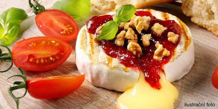 Sýrová bašta pro dva: Hermelín v anglické slanince a zeleninová obloha